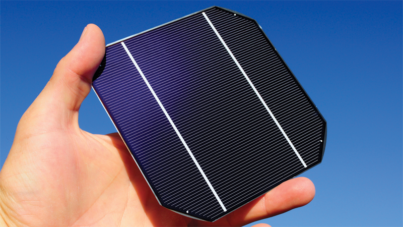hand-holding-solar-cell