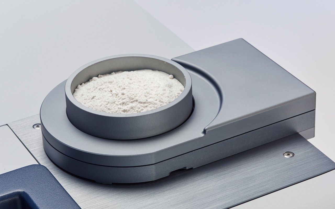 Analysis of flour with FT-NIR spectroscopy