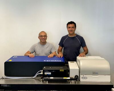 Drs. Jiong Yang (left) and Kourosh Kalantar-Zadeh (right) with their Bruker nanoIR3-s Broadband system at UNSW CASLEO.