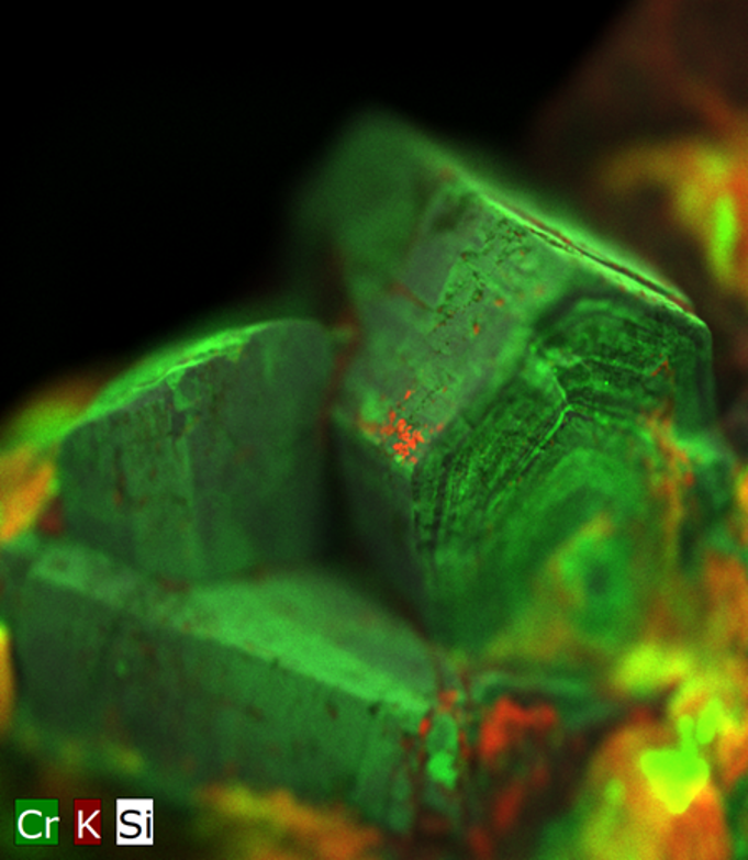 An emerald crystal from Brazil. The crystals have a diameter of > 1 cm. The focal plane is in the upper third of the topmst crytal. Without AMS many parts of the crystal are out of focal plane and appear blurry.